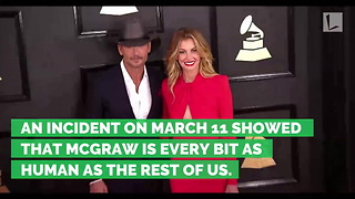 Country Music Star Tim McGraw Collapses on Stage - Video