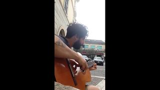 Man Performs Amazing Flamenco Style Song On Two-Stringed Guitar - Video