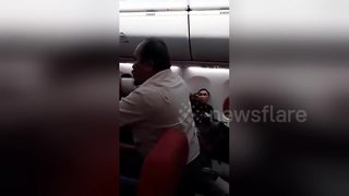 Angry flyer demands passengers 'occupy' plane after it was delayed - Video