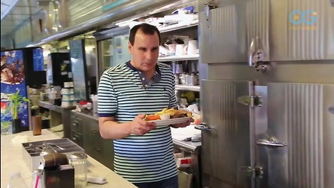 Blind Waiter Serves Up Diner Classics and Life Lessons