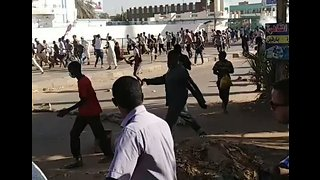 Sudanese Forces Crack Down on Anti-Government Protest in Omdurman - Video
