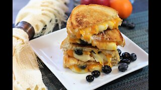 How to make a brie & blueberry grilled cheese sandwich