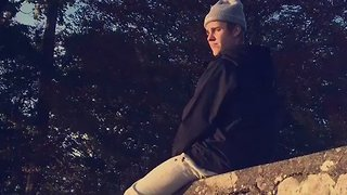 Scottish Man Spots Justin Bieber Chilling Out on a Wall, Video Goes Viral - Video