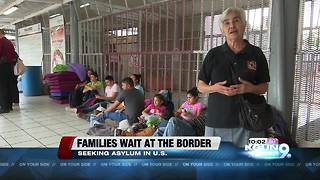 Hundreds of families have arrived at the Nogales border to seek asylum - Video