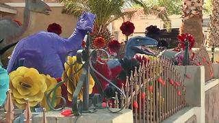 'Dinosaur House' Halloween display features zombie babies - Video