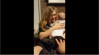 Mom doesn't want baby to grow up, breaks down in tears - Video