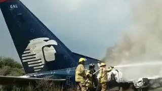 Firefighters Tackle Burning Aeromexico Plane After Crash in Durango, Mexico - Video