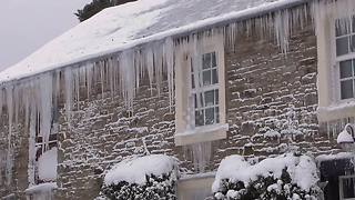 Video shows UK home adorned with beautiful icicles - Video