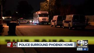 Police surround Phoenix home overnight - Video