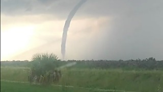 Possible Tornado Forms Near Fellsmere, Florida - Video