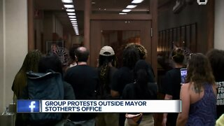 Group protests outside Mayor Stothert's office