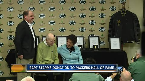 Bart Starr donates to Packers Hall of Fame