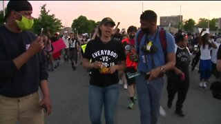Detroit police allow peaceful protests to continue after curfew