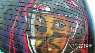 Artist paints massive Bucs mural featuring Tom Brady, Gronk and Mike Evans