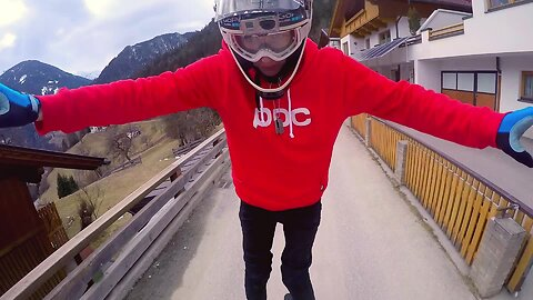 Mountainbike rider shows off jaw-dropping talent