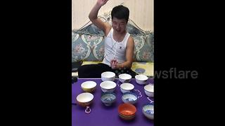 Man plays Chinese tunes on rice bowls with chopsticks - Video
