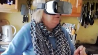 Hilarious Irish Mammy Tries Virtual Reality for the First Time - Video