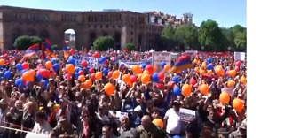 Crowds Gather in Yerevan as Parliament Prepares to Vote on New PM