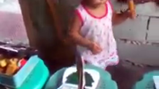 Cute Little Filipino Girl Sing & Dance Like Princess  - Video