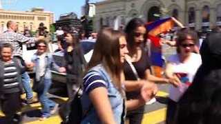 Students Dance on Streets of Armenian Capital Following Call for Renewed Protests