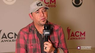 Jason Aldean gives his wife credit | Rare Country - Video