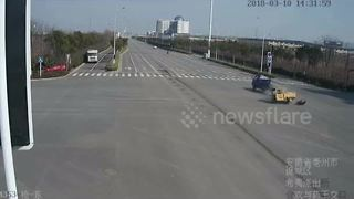 Trike driver hurled from vehicle after collision - Video