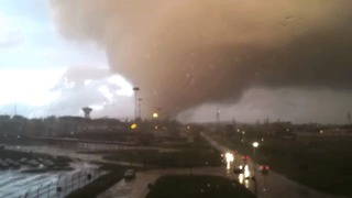 Huge Tornado Blows Power Lines North of Rome - Video