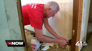 Volunteers give Veteran a home makeover - Video