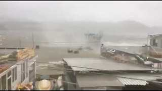 Typhoon Hato Pounds Hong Kong Coast - Video