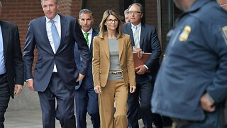 Lori Loughlin, Others Officially Plead Not Guilty In Admissions Scam