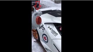 The fastest way to clear snow off your Lamborghini - Video
