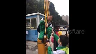 Boy gets head stuck in automatic parking barrier - Video