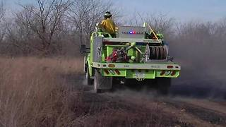 Family forced from home; firefighters battle 40-acre grassfire in Mayes County - Video