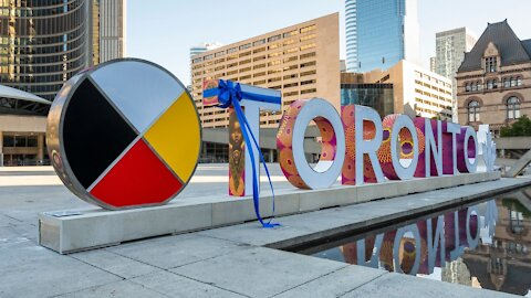 The New Toronto Sign Has Been Revealed & It Looks So Pretty