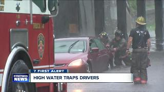 Flooded road rescues in Buffalo - Video