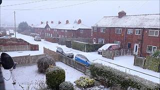 Leeds wakes up to blanket of snow - Video
