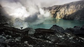 Inside Indonesian volcano sulphur miners risk their lives - Video