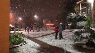 San Antonio Residents Thrilled by Overnight Snowfall - Video