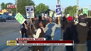 UAW workers on strike at Faurecia plant