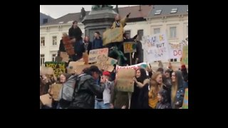 Thousands of Young People March to European Parliament Demanding Action on Climate Change - Video