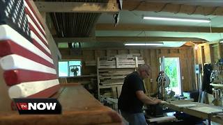 He turns old pallets into patriotic masterpieces - Video