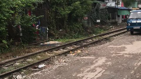 This Is Why You Shouldn't Park Right Next To The Train Tracks