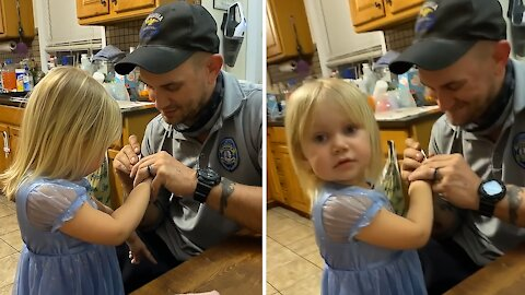 Toddler learns how to pronounce new word in cutest possible way