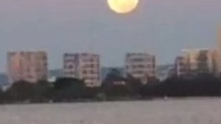 Rare Supermoon Rises Over Perth - Video