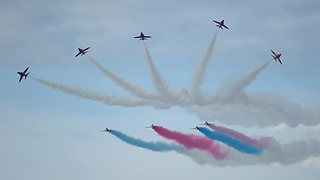 Amazing air show display from the Red Arrows at Rhyl - Video