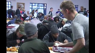 Catholic Charities holds annual Thanksgiving feast in Las Vegas - Video