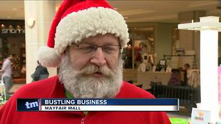 Last minute Christmas shoppers hit the malls - Video