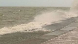 Windy Day in Chicago Stirs Lake Michigan - Video