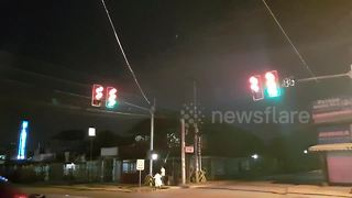 'Hacker' turns traffic light into street disco - Video