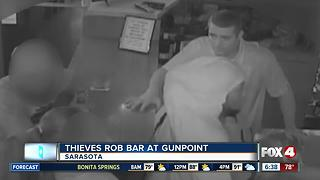 Thieves rob bar at gunpoint - Video